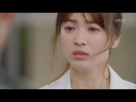 Hau due mat troi tap 15: Song Hye Kyo, Kim Ji Won khoc het nuoc mat khi hay tin ban trai hy sinh - Anh 12