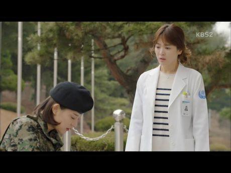Hau due mat troi tap 15: Song Hye Kyo, Kim Ji Won khoc het nuoc mat khi hay tin ban trai hy sinh - Anh 13