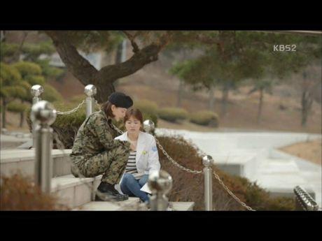 Hau due mat troi tap 15: Song Hye Kyo, Kim Ji Won khoc het nuoc mat khi hay tin ban trai hy sinh - Anh 14
