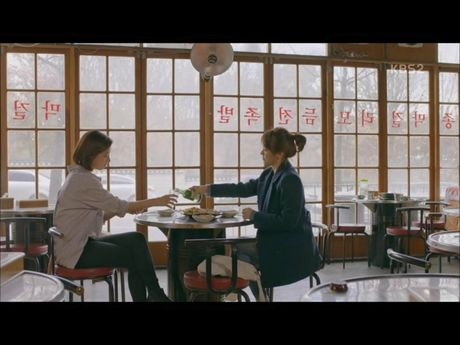 Hau due mat troi tap 15: Song Hye Kyo, Kim Ji Won khoc het nuoc mat khi hay tin ban trai hy sinh - Anh 17
