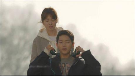 Hau due mat troi tap 15: Song Hye Kyo, Kim Ji Won khoc het nuoc mat khi hay tin ban trai hy sinh - Anh 1