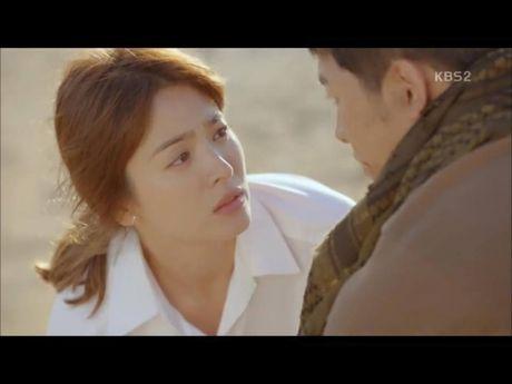 Hau due mat troi tap 15: Song Hye Kyo, Kim Ji Won khoc het nuoc mat khi hay tin ban trai hy sinh - Anh 21
