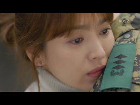 Hau due mat troi tap 15: Song Hye Kyo, Kim Ji Won khoc het nuoc mat khi hay tin ban trai hy sinh - Anh 7