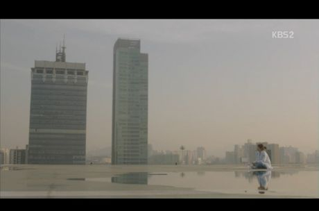 Hau due mat troi tap 15: Song Hye Kyo, Kim Ji Won khoc het nuoc mat khi hay tin ban trai hy sinh - Anh 8
