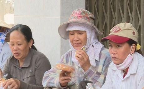 Xe banh my tu thien chan chua tinh nguoi tai Quang Ngai - Anh 2