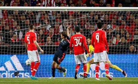 Benfica 2–2 Bayern: Hum xam nhe nhang vao ban ket - Anh 1