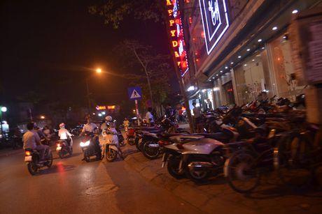 Ha Noi: Tran lan nan lan chiem via he long duong - Anh 5