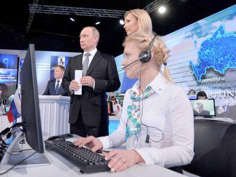 Tong thong Putin ngap ngung khi bi hoi chuyen tai hon - Anh 1