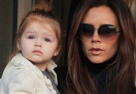 Giong hat cua con trai Victoria Beckham gay sot - Anh 2