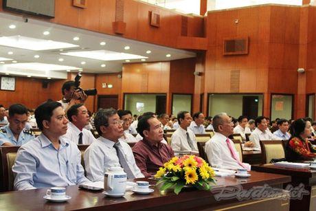 Bi thu Dinh La Thang: 'Yeu nuoc…khong phai khoe thanh tich' - Anh 2