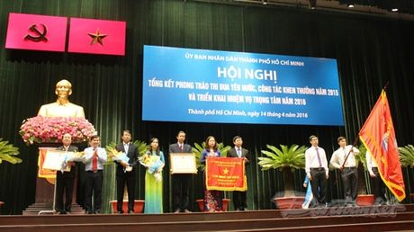 Bi thu Dinh La Thang: 'Yeu nuoc…khong phai khoe thanh tich' - Anh 3