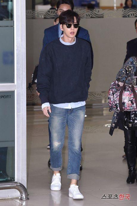 Lee Min Ho va sao 'Hau due mat troi' do thoi trang san bay - Anh 1