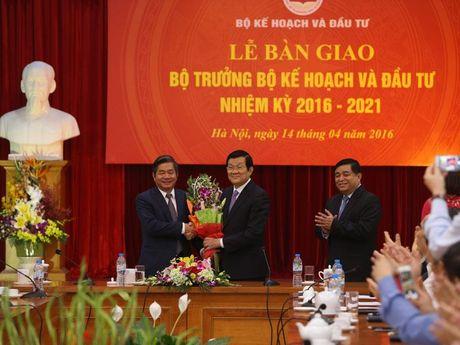 Tan Bo truong Nguyen Chi Dung: Tiep tuc thap sang ngon lua doi moi va cai cach - Anh 2