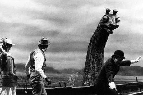 Truy tim quai vat ho Loch Ness lai thay mo hinh quay phim o duoi day - Anh 2