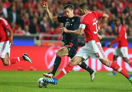 Lewandowski vuong tai nan giao thong truoc tran dau voi Benfica - Anh 1