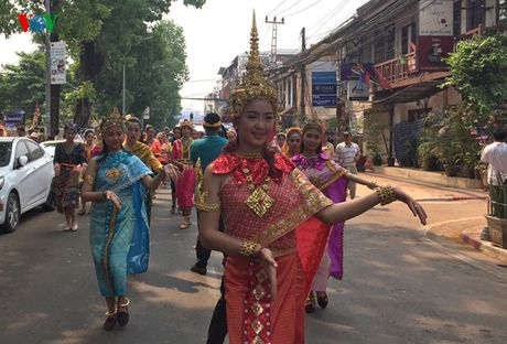 Thu vi voi le hoi don mung nam moi cua nguoi Lao - Anh 8