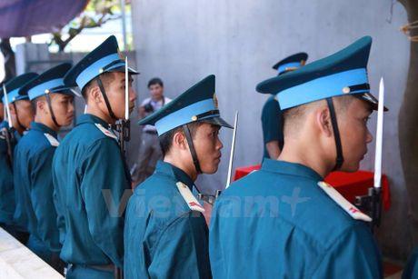 Nguoi than ngong cho linh cuu cua dai ta Tran Quang Khai ve que - Anh 2