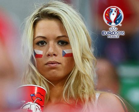 Chum anh CDV nu Iceland va CH Czech khuay dao khan dai EURO - Anh 11