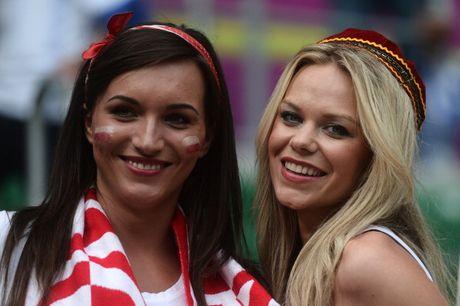 Chum anh CDV nu Iceland va CH Czech khuay dao khan dai EURO - Anh 12