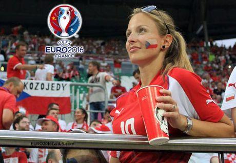 Chum anh CDV nu Iceland va CH Czech khuay dao khan dai EURO - Anh 13