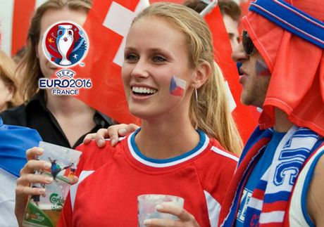 Chum anh CDV nu Iceland va CH Czech khuay dao khan dai EURO - Anh 6