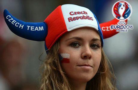 Chum anh CDV nu Iceland va CH Czech khuay dao khan dai EURO - Anh 7