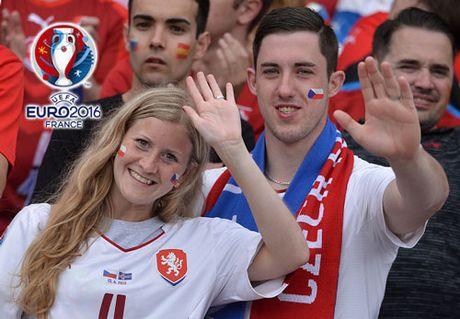 Chum anh CDV nu Iceland va CH Czech khuay dao khan dai EURO - Anh 9