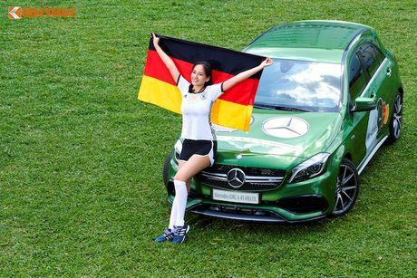 Hoa hau Mai Phuong Thuy cung Mercedes co vu tuyen Duc - Anh 1
