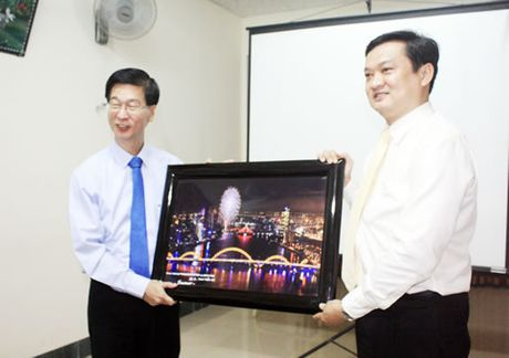 Hiep hoi Nhan dan Singapore tham Cong ty Dich vu Phu Hoang (Taxi Tien Sa) - Anh 1