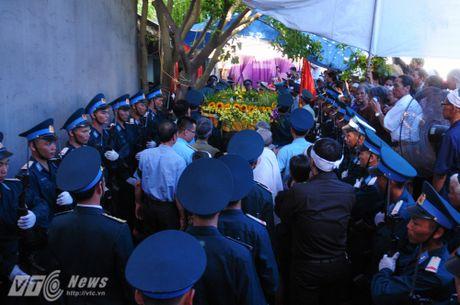 Nguoi than, dong doi don phi cong Tran Quang Khai tro ve que nha - Anh 12