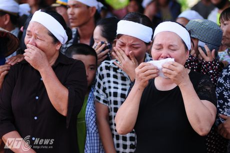 Nguoi than, dong doi don phi cong Tran Quang Khai tro ve que nha - Anh 4