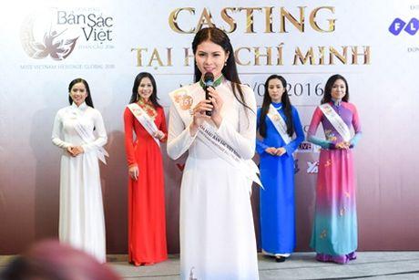 Hai chi em sinh doi ru nhau casting Hoa hau ban sac Viet toan cau - Anh 6