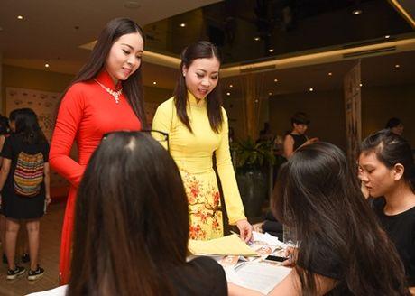 Hai chi em sinh doi ru nhau casting Hoa hau ban sac Viet toan cau - Anh 7