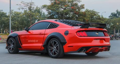 Ford Mustang do Wide Bodykit cuc chat cua dan choi Lao Cai - Anh 3