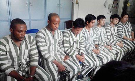 Nhieu phu nu sap bay boi nhung loi duong mat cua ong Tay - Anh 1