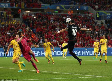 """Anh dep Euro 20/6: Pogba chuc mung """"Ngay cua bo"""" - Anh 1"""