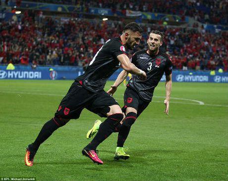 """Anh dep Euro 20/6: Pogba chuc mung """"Ngay cua bo"""" - Anh 2"""