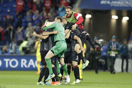 """Anh dep Euro 20/6: Pogba chuc mung """"Ngay cua bo"""" - Anh 3"""