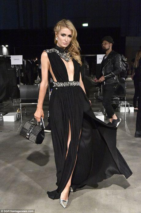 Paris Hilton dien vay xe cao khoet sau di xem thoi trang - Anh 3