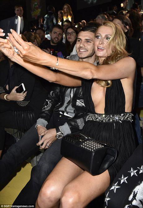 Paris Hilton dien vay xe cao khoet sau di xem thoi trang - Anh 5