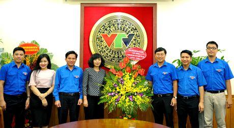 Bi thu thu nhat T.U Doan chuc mung bao Tien Phong - Anh 2