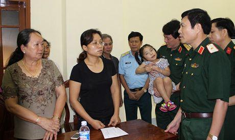 Cong bo quyet dinh tuyen dung dac cach doi voi vo Dai ta Tran Quang Khai - Anh 1
