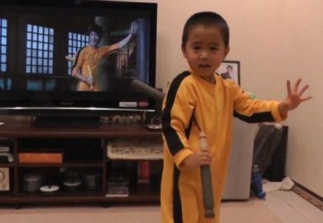 "Chan dung cau be 4 tuoi duoc menh danh ""Ly Tieu Long tai the"" - Anh 2"