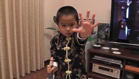 "Chan dung cau be 4 tuoi duoc menh danh ""Ly Tieu Long tai the"" - Anh 4"
