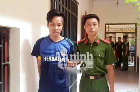Tu xung bac si BV Nhi Trung uong de lua dao iPhone - Anh 1
