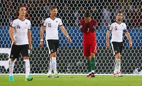 Le Cong Vinh: 'Ronaldo cung la con nguoi' - Anh 2