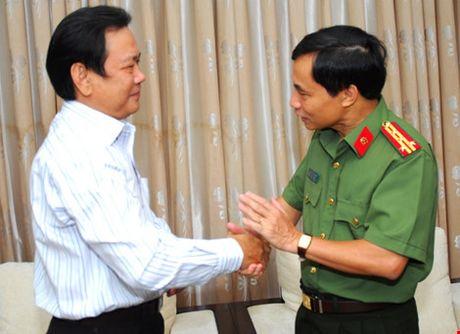 Mong bao Phap Luat TP.HCM tiep tuc ren but thep - Anh 2