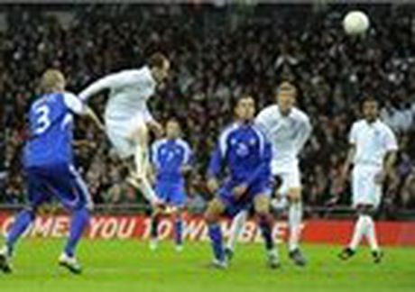 Fan nu Albania tiep tuc 'dai nao' tren khan dai - Anh 14