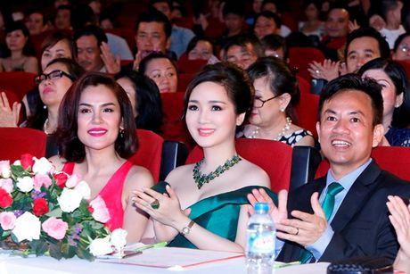 'Hoa hau khong tuoi' Giang My dien dam tre vai goi cam - Anh 7