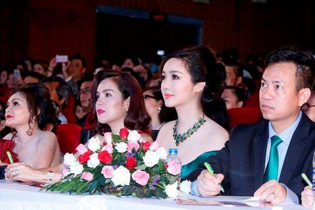 'Hoa hau khong tuoi' Giang My dien dam tre vai goi cam - Anh 8